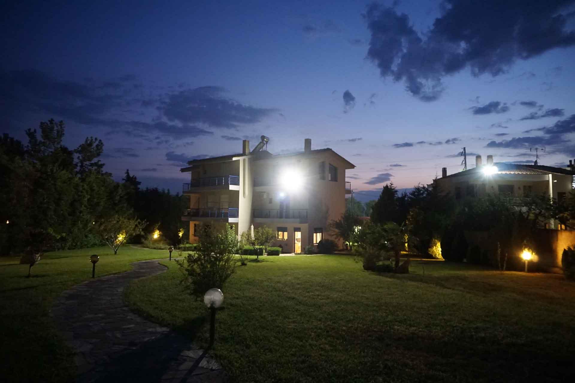villa-orama-outside-02