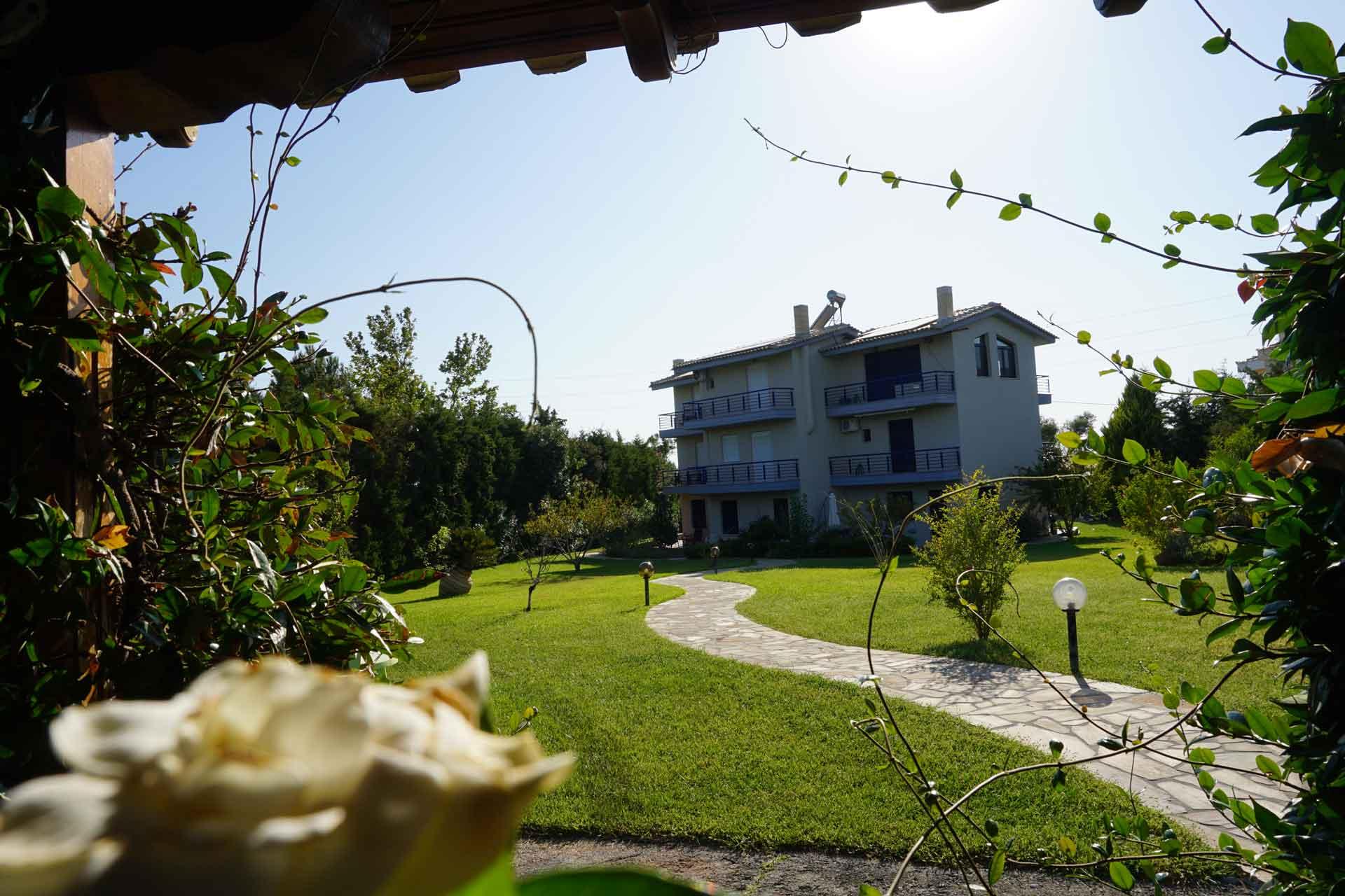 villa-orama-outside-10